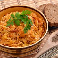 Тушеная капуста к зимнему столу: секреты и рецепты
