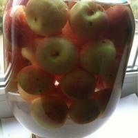 Яблоки, консервированные как компот