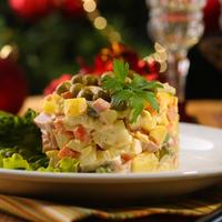 Новогодние салаты: 12 рецептов для праздничного стола