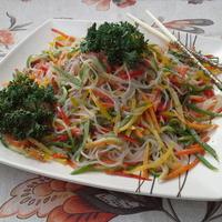 """Салат """"Фунчоза по-корейски"""" - вкусный ужин без труда"""
