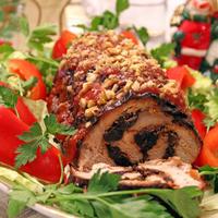 Рулет закусочный из свинины с орехами и черносливом
