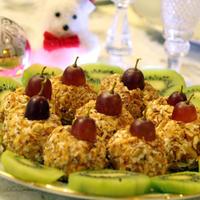 """Лёгкая закуска """"Творожные новогодние шарики"""""""