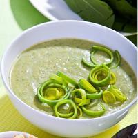 Зеленый суп-пюре со шпинатом и луком-пореем