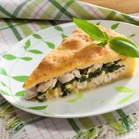 Нежный творожный пирог со шпинатом и курицей