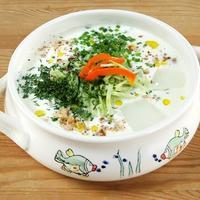 "Летний суп ""Таратор"" из кефира, зелени и огурцов"