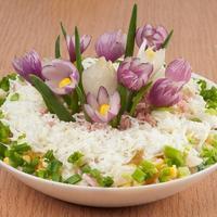 "Салат ""Поляна крокусов"" - вкусно и красиво"