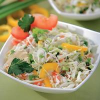 Сытный салат из овощей с рисом - яркое блюдо на вашем столе