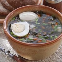Летние щи с крапивой и щавелем: открываем сезон полезных первых блюд