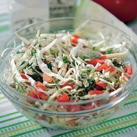 Салат с молодой капустой и кабачком - очень полезный перекус