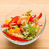 Лёгкая пища после праздников - салат с креветками
