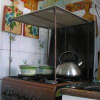 Сушилка-самоделка: хозяйка готовит - фрукты сушатся