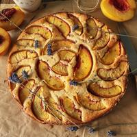 Пирог с персиками и лавандой для тех, кто мечтает о Провансе