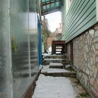 Как правильно соединить стену дома и плиты дорожки?