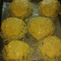 Гнезда из спагетти с куриным фаршем