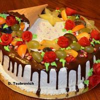 """Торт """"Черный лес"""", оформленный рожком и фруктами"""