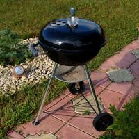 Гриль-барбекю Weber Compact Kettle из ОБИ — отличный помощник в приготовлении вкусной еды на даче!