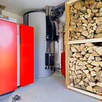 Как правильно установить твердотопливный котел в деревянном доме