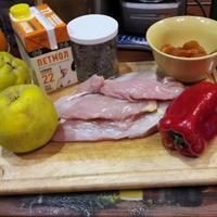 Курица, тушеная в сливочно-фруктовом соусе
