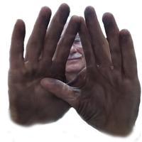 Мойдодыр спешит на помощь. Они не будут белые, они же загорелые! А руки-то отмылись