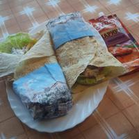 Гирос с индейкой, маринованной в чесночном маринаде «МахеевЪ», и соусом дзадзики