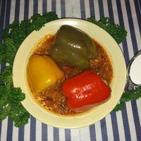 Фаршированные перцы, приготовленные в соусе