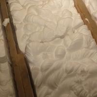 После утепления крыши пеноизолом через некоторое время появились трещины. Что делать в данной ситуации и как лучше утеплить крышу?