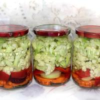 Цветная капуста, маринованная с овощами