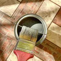 Простой способ аккуратного удаления излишков краски с кисти