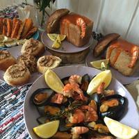 С едой на Ты, или Рецепты от Кости: Томатный суп-пюре с морепродуктами в хлебной тарелке с тостами и соусом из миндаля и чеснока. И гарнир из...