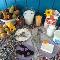 С едой на Ты, или Рецепты от Кости: молочная кукурузная каша с творогом и фруктами в йогуртовой заправке, пирог с грушами и персиками с горьким...