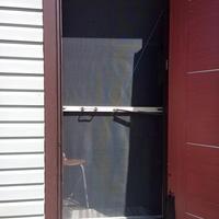 Секрет спасения дома от летающих и жужжащих: делаем москитную дверь-сетку своими руками