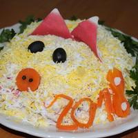 """Салат """"Новогодний"""" - обязательный атрибут вашего праздничного стола. Записывайте рецепт"""