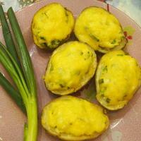 Печёной картошки берём половинки и не жалея добавим начинки!