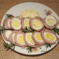 Яйцо, обернутое мясом - отличная нарезка на стол