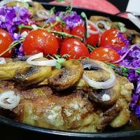 Сочный стейк из свинины с грибами