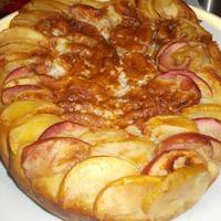 Пирог с яблоками в сметанно-медовой заливке