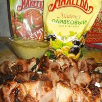 Шашлык из свинины с зеленым соусом