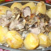 Козлятина, запеченная с картофелем