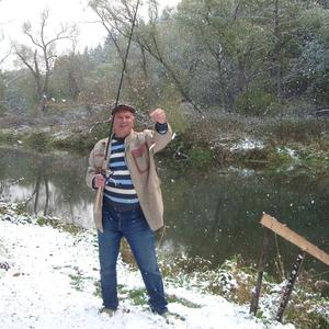 Зимняя рыбалка на лесной реке возле дачи
