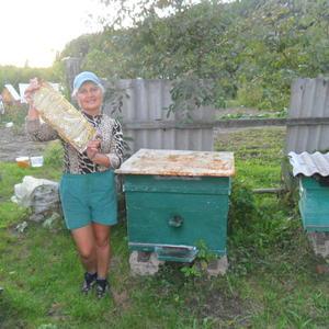 Я с рамкой свежего мёда