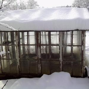 Снег на тепличке