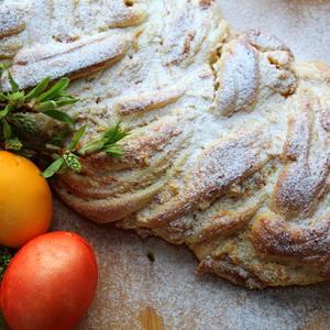 Пасхальный хлеб с начинкой из творога и кураги