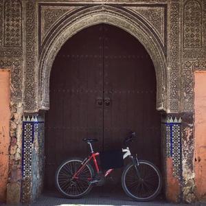 С велосипедами вход запрещен