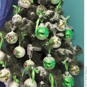 Ёлочка с зелеными шарами