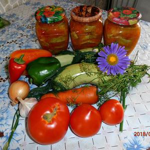 Из набора овощей получается вкусная заготовочка на зиму