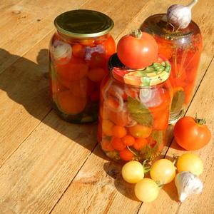 Были на ветках, а стали в банках мои помидорки разного сорта