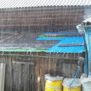 Весь день льет дождь