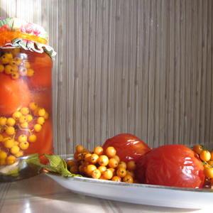 Маринованные помидоры с облепихой со своего огорода