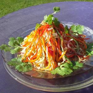 """Витаминный """"Дачный"""" салат, приготовленный только из свежих овощей с своего огорода"""