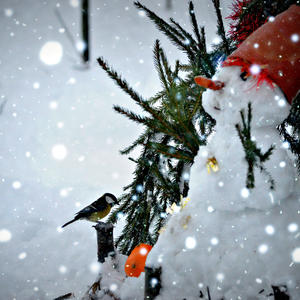 Снеговичок - уличное украшение